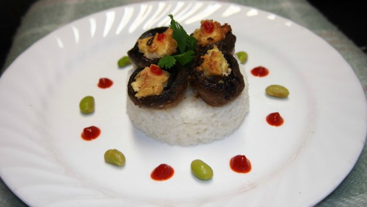 Mushrooms Stuffed With Soy Feta Served With Rice