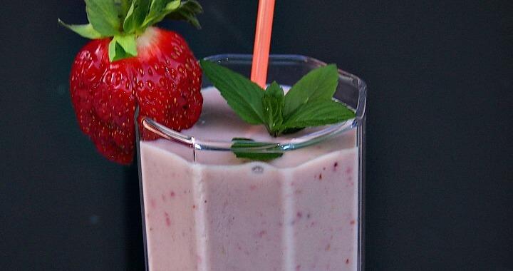 Strawberry Cashew Milk Shake Recipe — Dishmaps